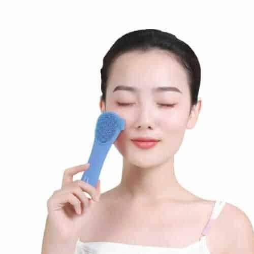 silikonska-četkica-za-čišćenje-lica